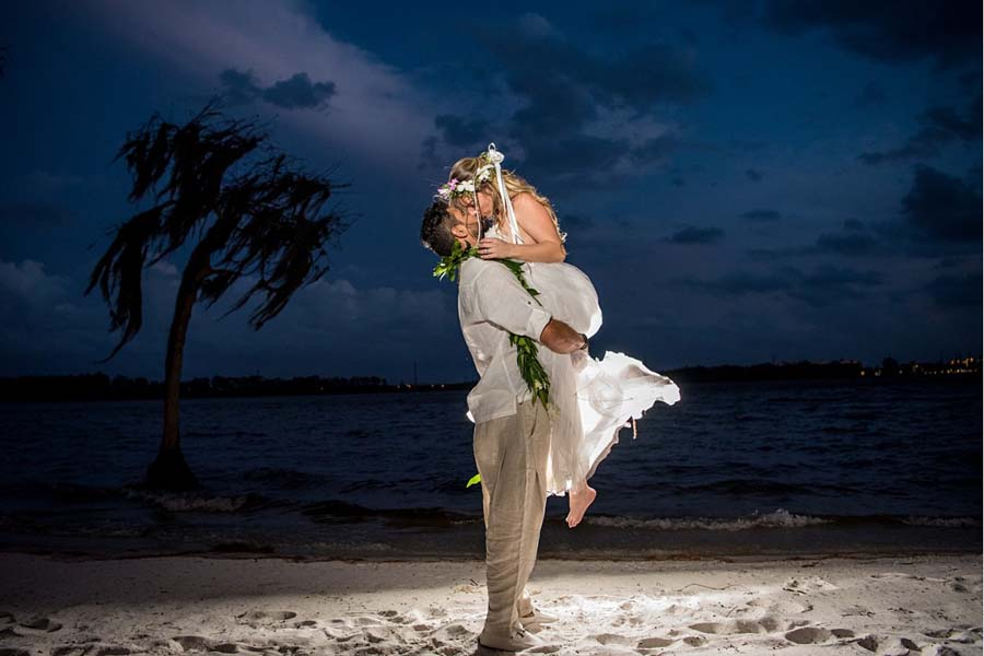 Paradise Cove, an idyllic Orlando beach wedding venue on the shores of Lake Bryan. A fairy tale wedding to fit your vision & budget. Schedule a tour today. Discover our boho, romantic waterfront wedding venue, minutes from Disney.